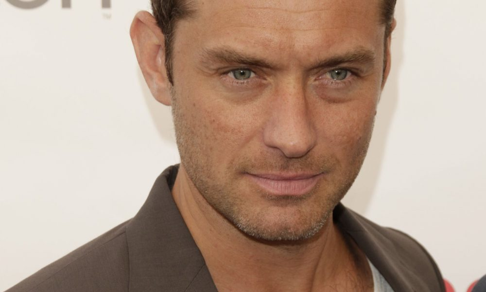 Jude Law Confirmed As Dumbledore In Next Fantastic Beast Movie Jude Law